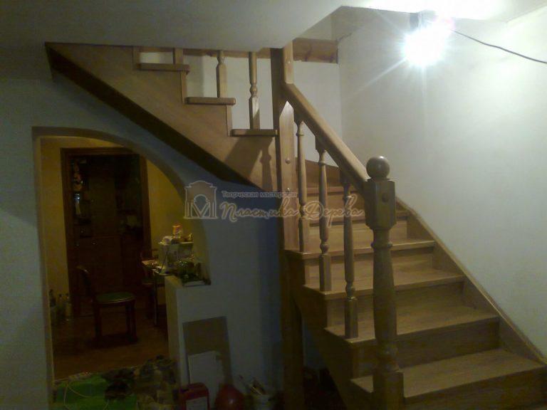 Фото 2 лестницы из дуба