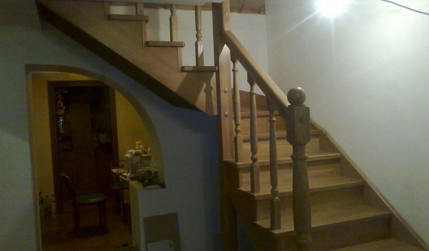 Современная лестница из дуба (фото)
