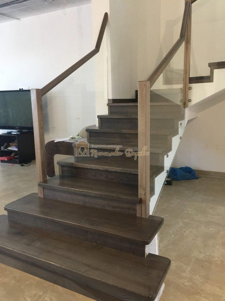Фото 5 комбинированной лестницы со стеклянным ограждением