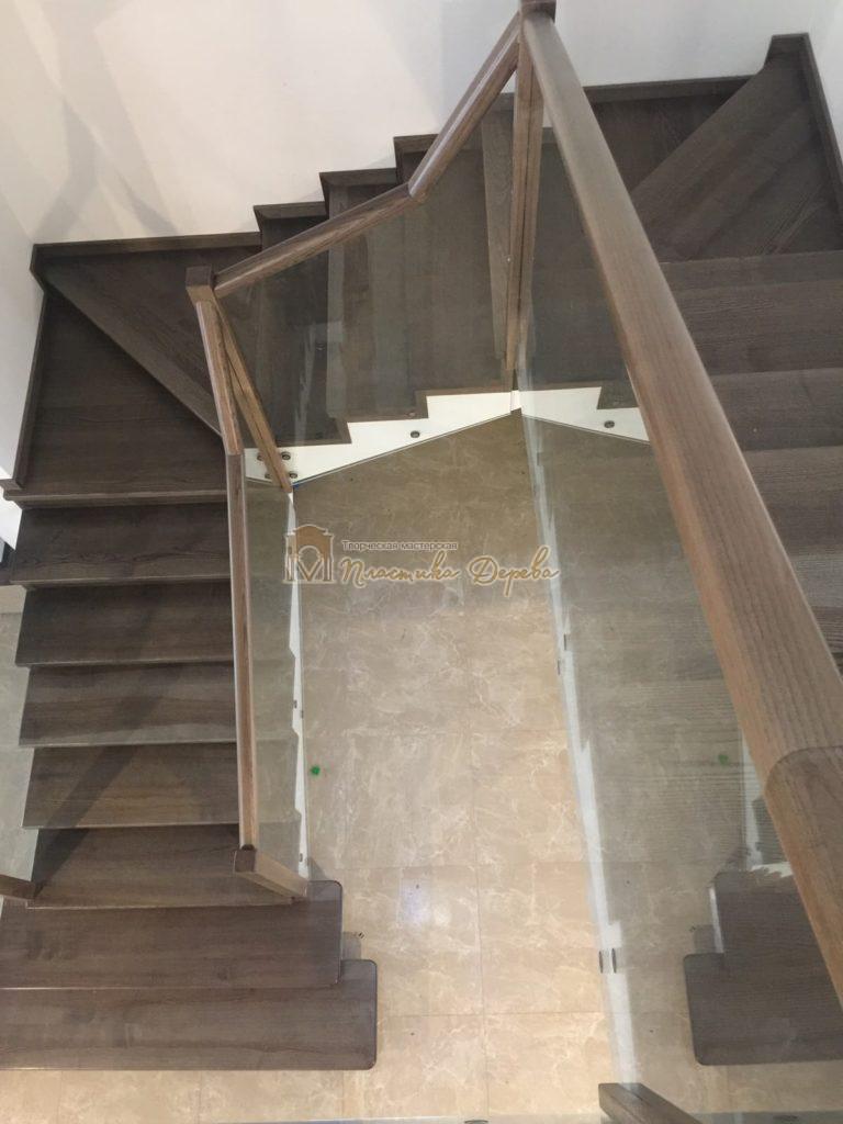 Фото 8 комбинированной лестницы со стеклянным ограждением