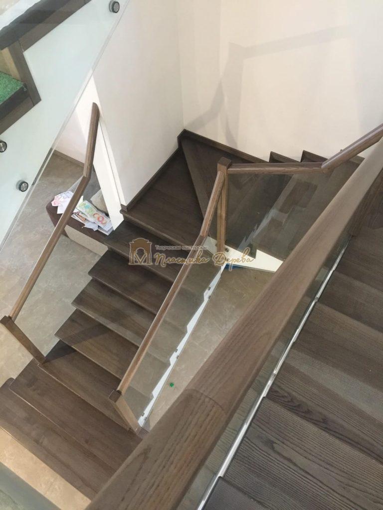 Фото 9 комбинированной лестницы со стеклянным ограждением