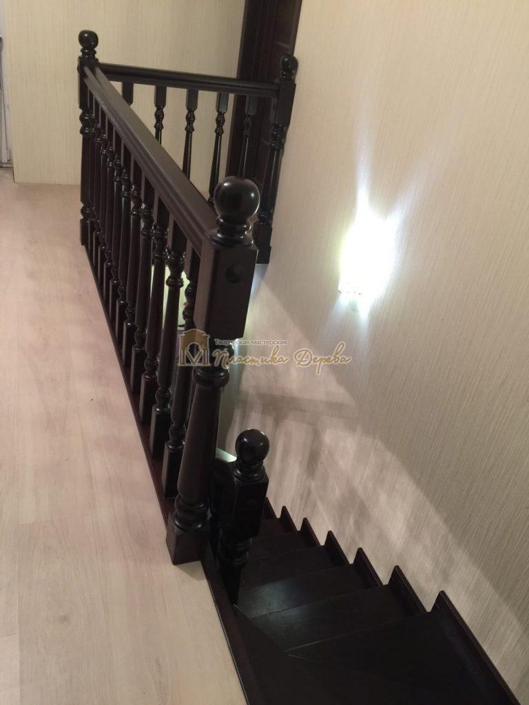 Фото 19 лестницы из ясеня с точоными балясинами