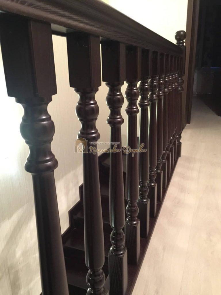 Фото 1 лестницы из ясеня с точоными балясинами