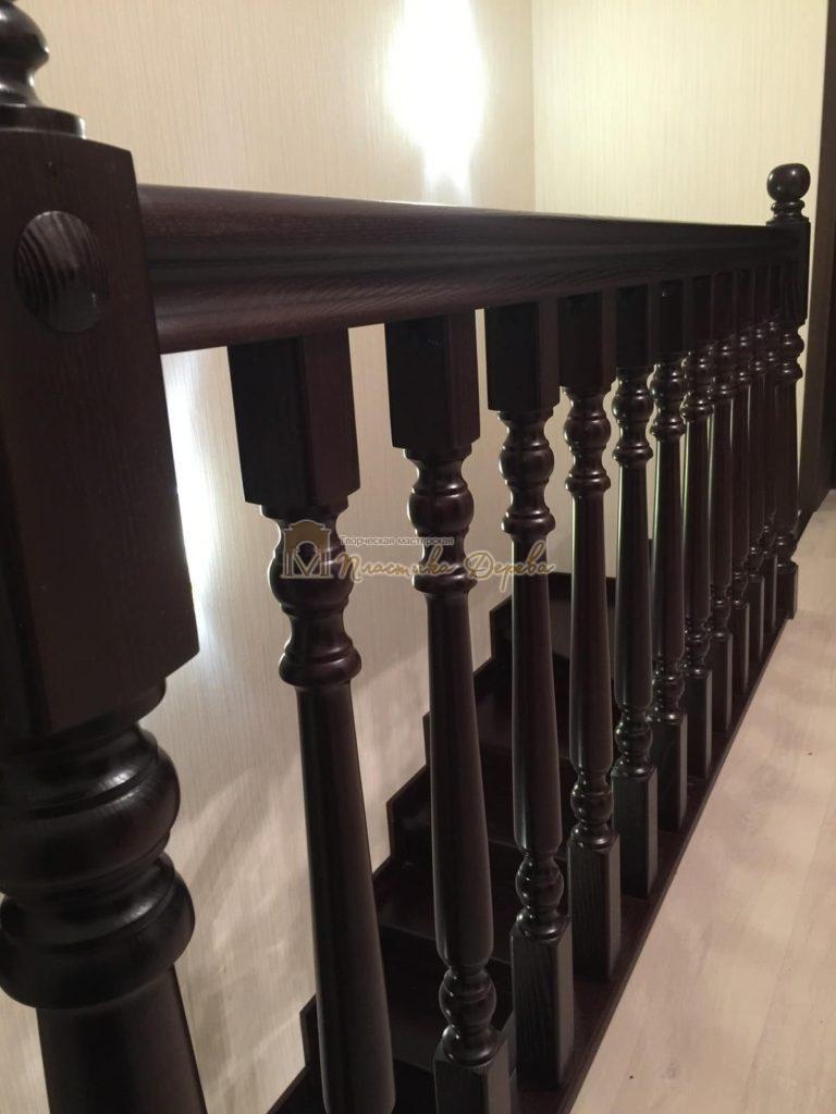 Фото 2 лестницы из ясеня с точоными балясинами