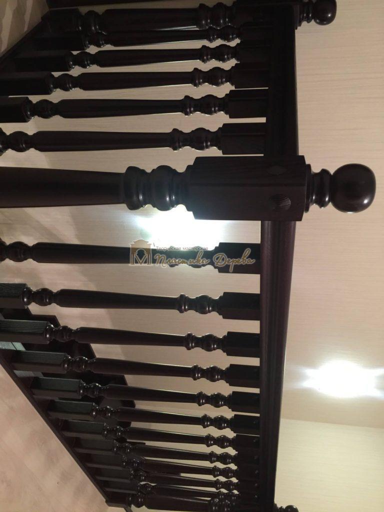 Фото 3 лестницы из ясеня с точоными балясинами