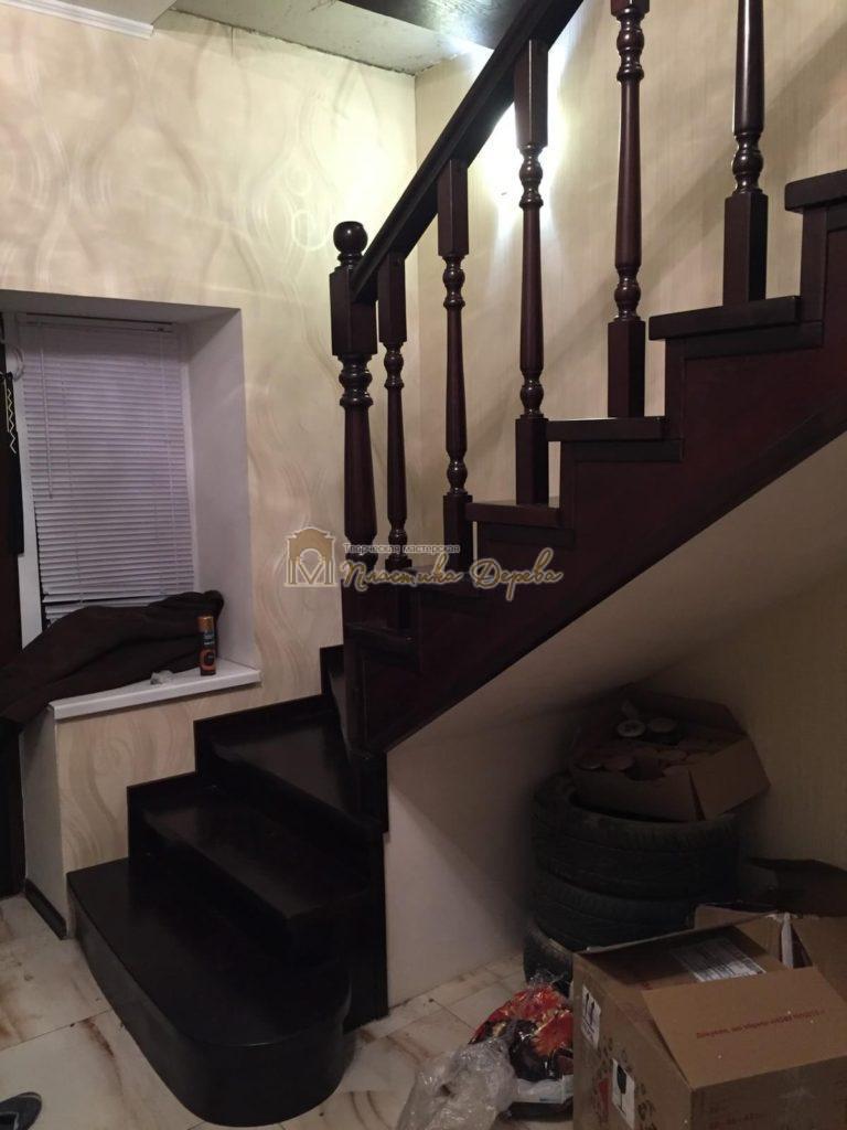 Фото 4 лестницы из ясеня с точоными балясинами
