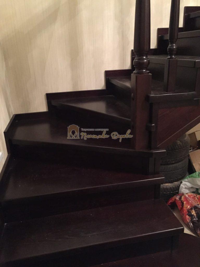 Фото 6 лестницы из ясеня с точоными балясинами