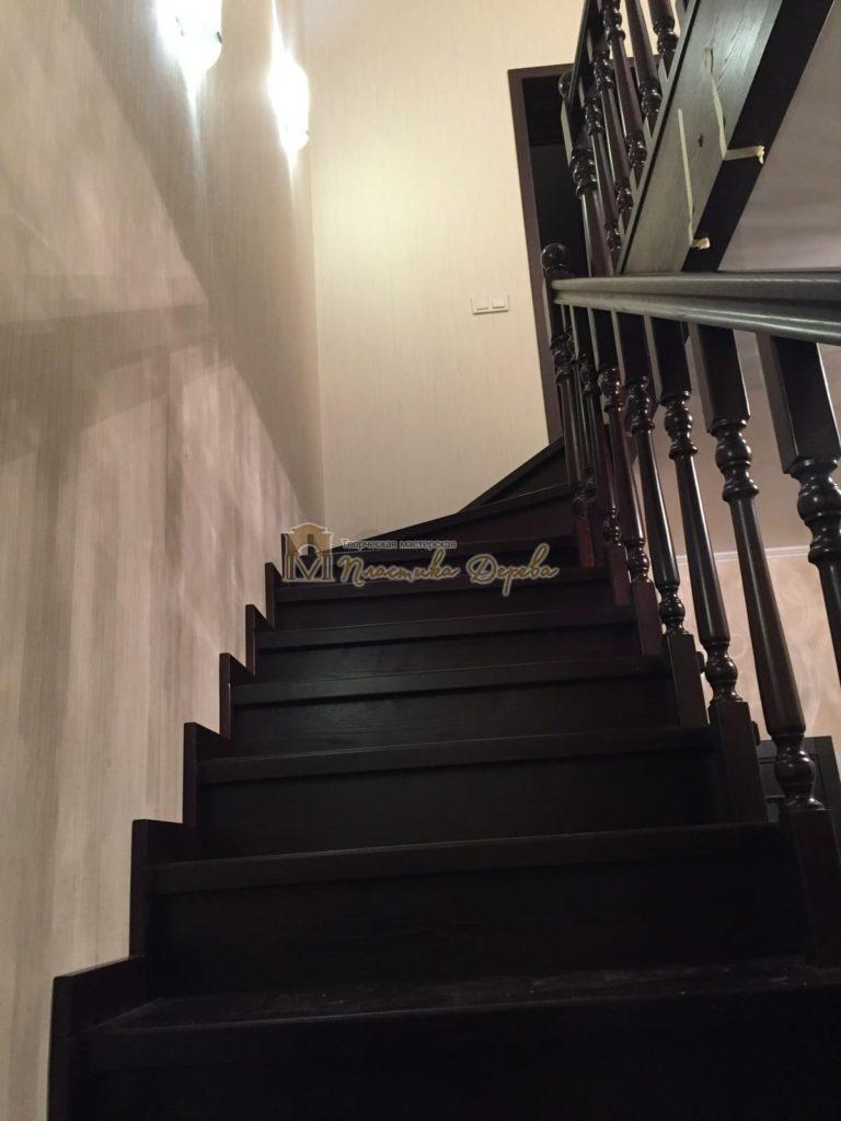 Фото 10 лестницы из ясеня с точоными балясинами