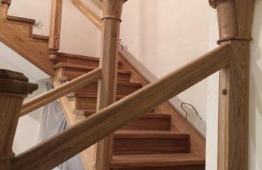 Фото лестницы из дуба (покрытие масловоск)