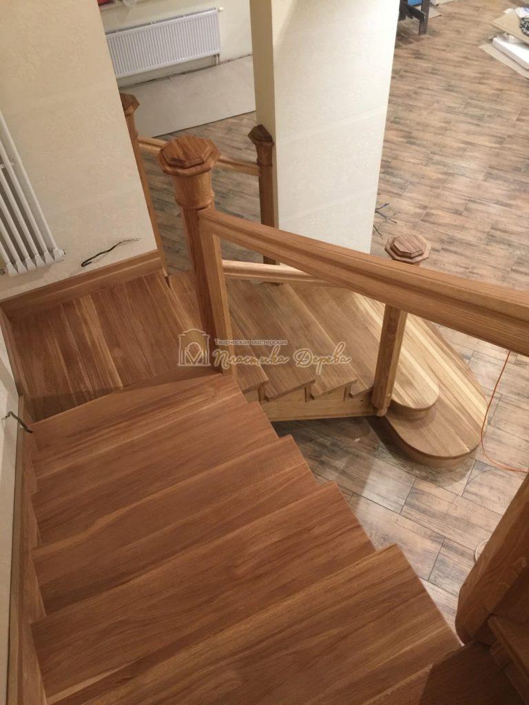 Фото 1 лестницы из дуба (покрытие масловоск)