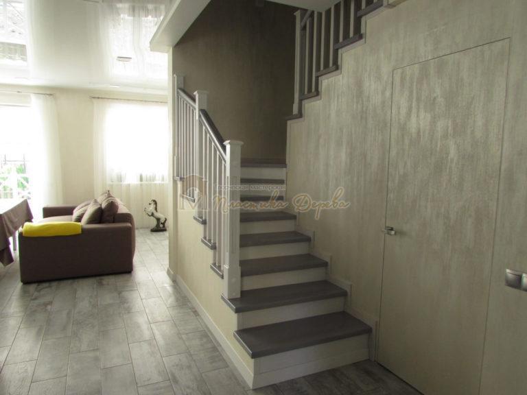 Фото 28 лестницы из ясеня с квадратными балясинами