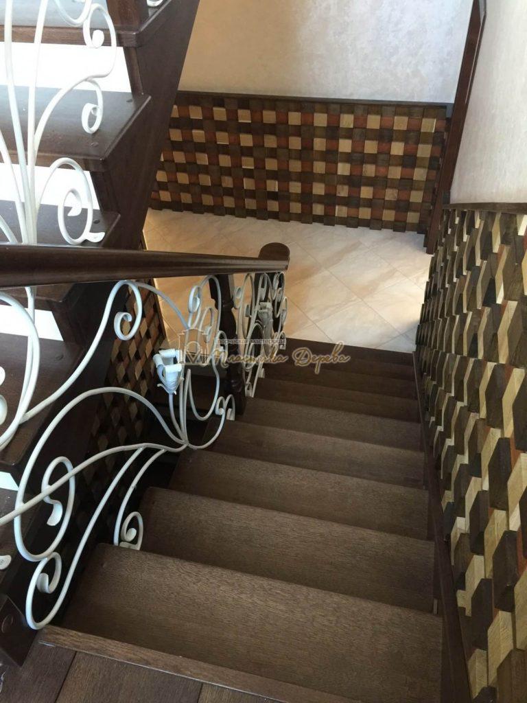 Фото 2 лестницы из дуба с ковкой