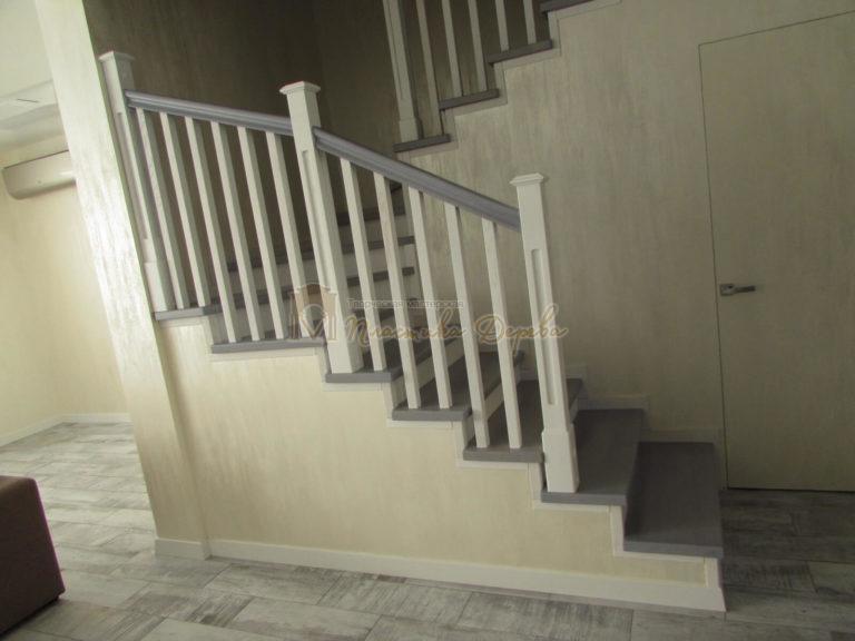 Фото 2 лестницы из ясеня с квадратными балясинами