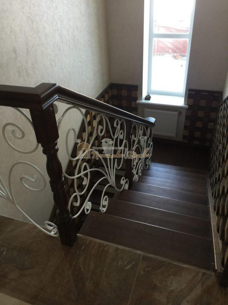 Фото 3 лестницы из дуба с ковкой