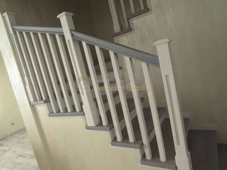 Фото 4 лестницы из ясеня с квадратными балясинами