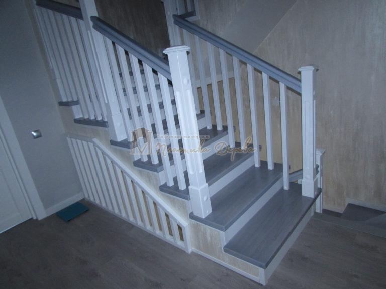 Фото 8 лестницы из ясеня с квадратными балясинами