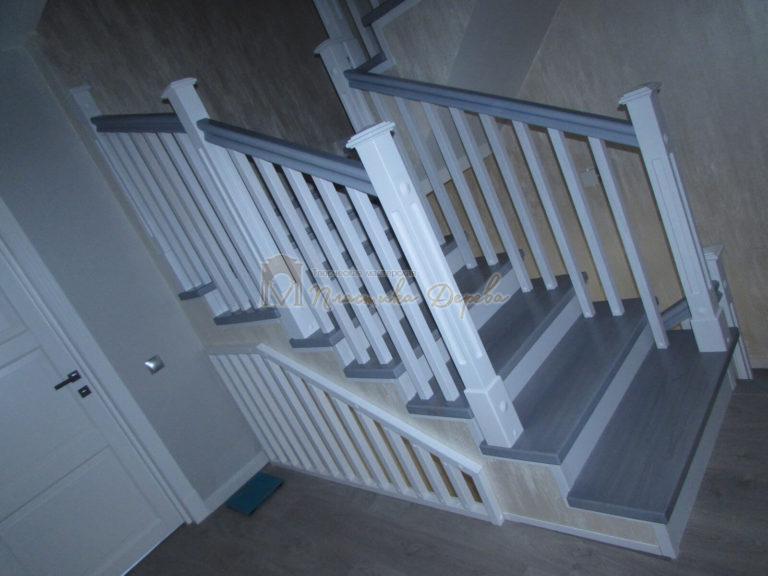 Фото 9 лестницы из ясеня с квадратными балясинами