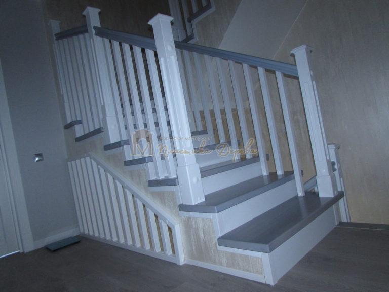 Фото 10 лестницы из ясеня с квадратными балясинами
