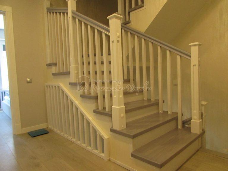Фото 11 лестницы из ясеня с квадратными балясинами