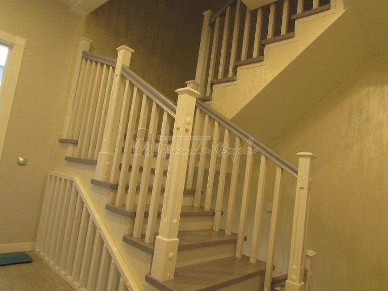 Фото 12 лестницы из ясеня с квадратными балясинами