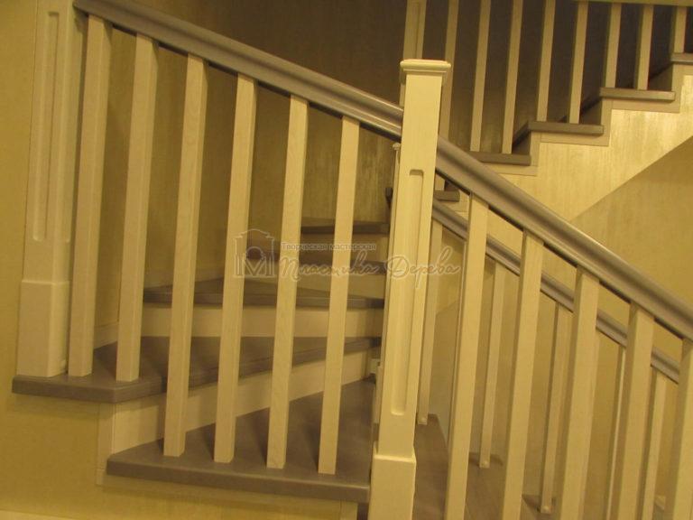 Фото 13 лестницы из ясеня с квадратными балясинами