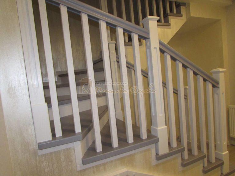 Фото 14 лестницы из ясеня с квадратными балясинами