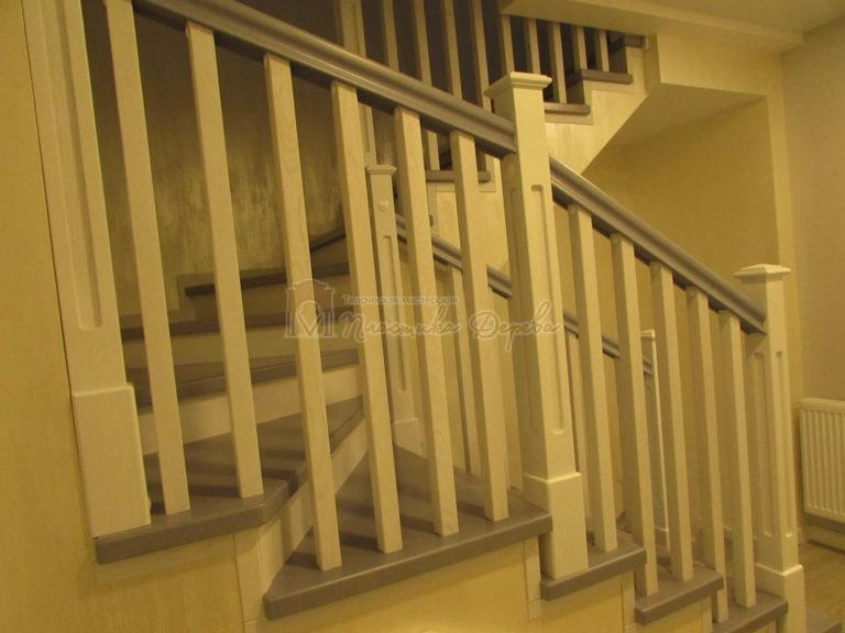Фото 15 лестницы из ясеня с квадратными балясинами