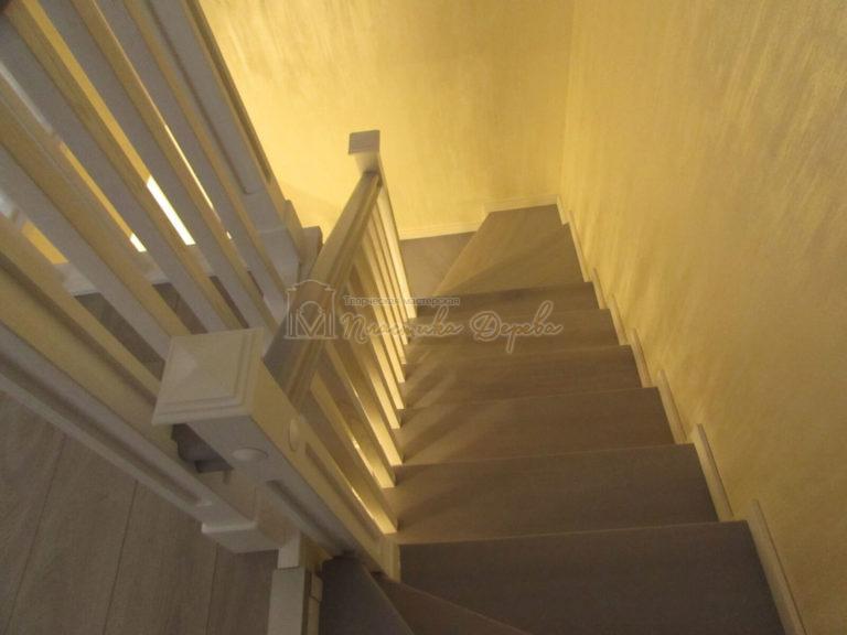 Фото 16 лестницы из ясеня с квадратными балясинами