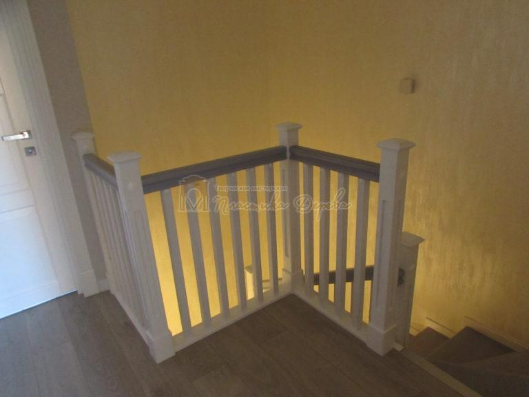 Фото 17 лестницы из ясеня с квадратными балясинами