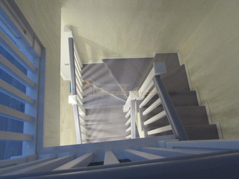 Фото 22 лестницы из ясеня с квадратными балясинами