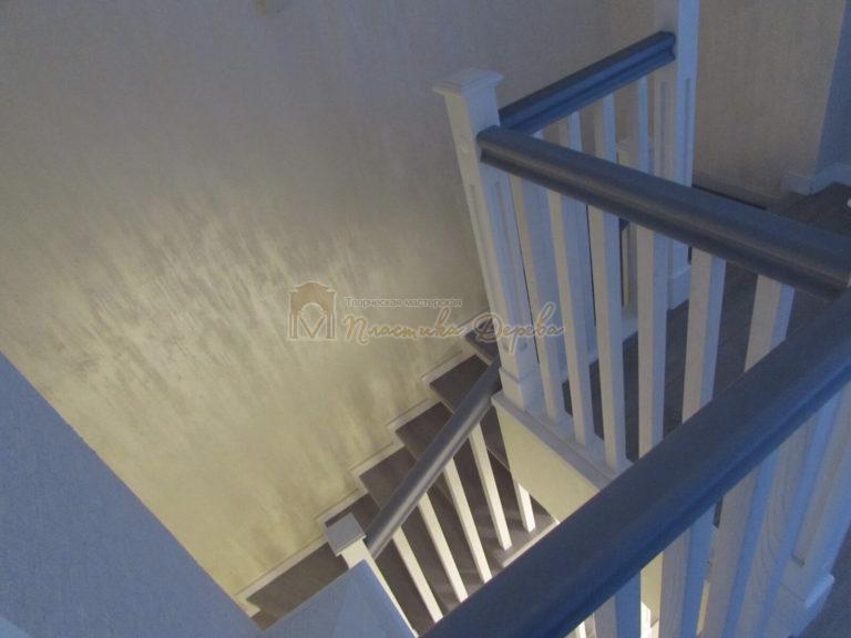 Фото 23 лестницы из ясеня с квадратными балясинами