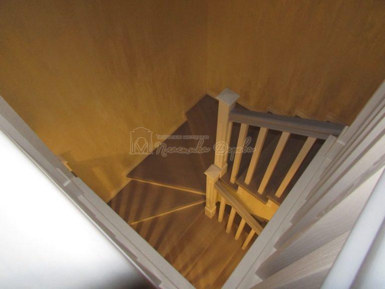 Фото 25 лестницы из ясеня с квадратными балясинами
