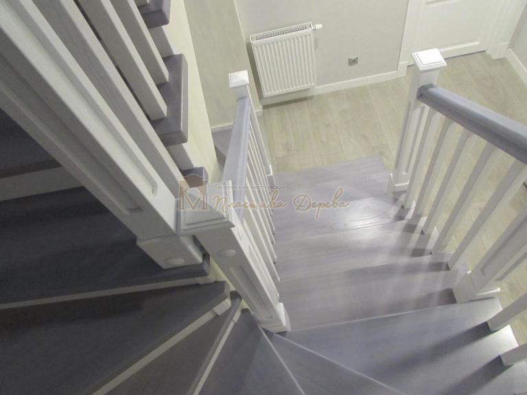 Фото 26 лестницы из ясеня с квадратными балясинами