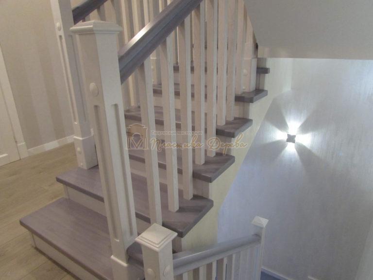 Фото 27 лестницы из ясеня с квадратными балясинами