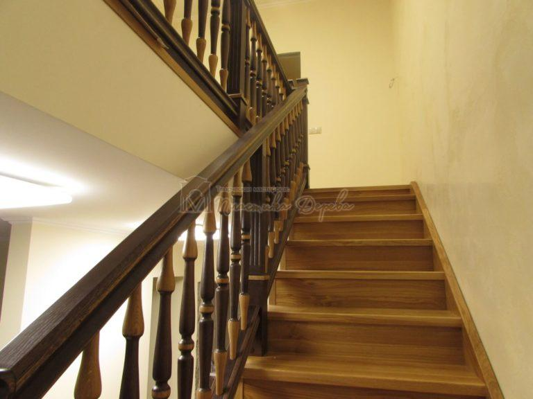 Фото 31 лестницы из дуба в испанском стиле