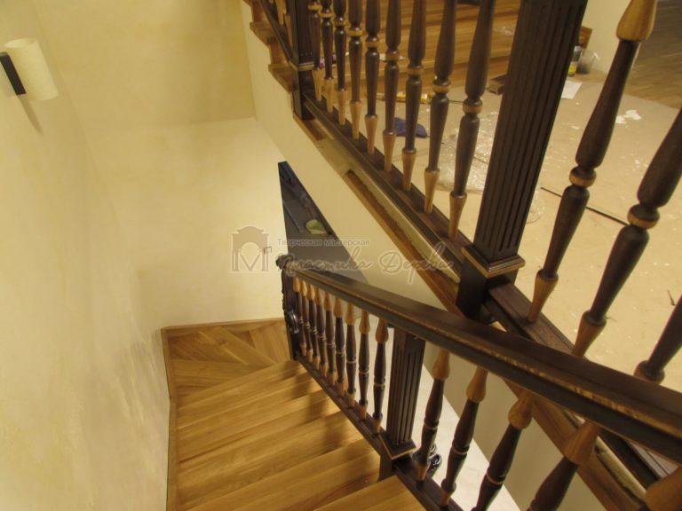 Фото 1 лестницы из дуба в испанском стиле