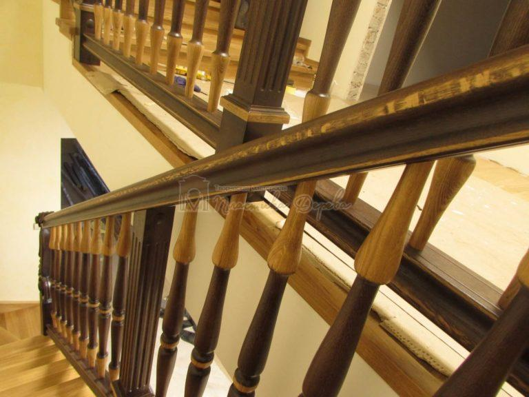 Фото 2 лестницы из дуба в испанском стиле