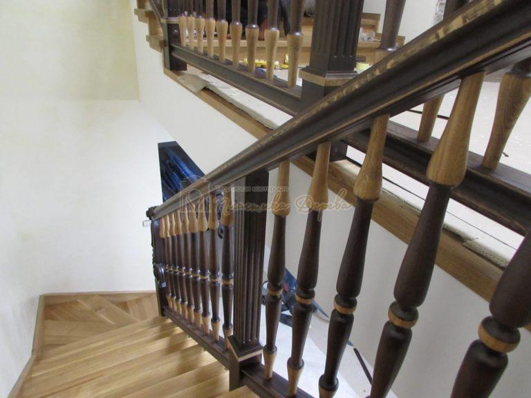 Фото 4 лестницы из дуба в испанском стиле