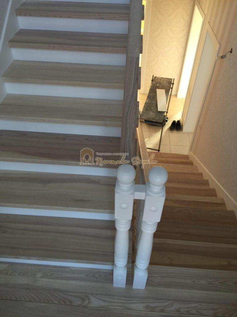 Фото 2 маршевых лестниц из дерева