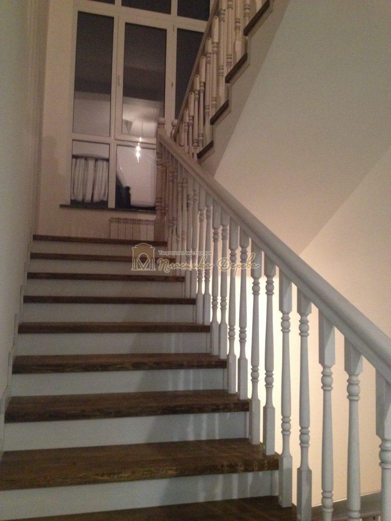 Фото 21 лестницы из дуба в стиле прованс