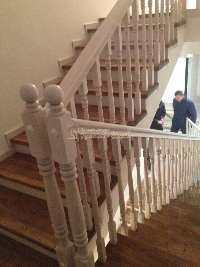 Фото 22 лестницы из дуба в стиле прованс