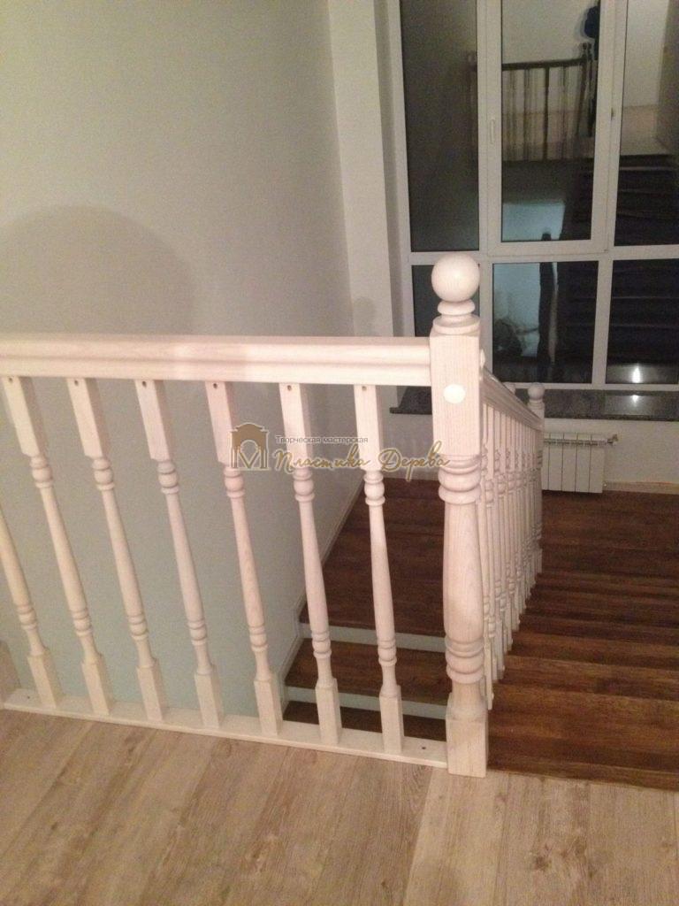 Фото 3 лестницы из дуба в стиле прованс