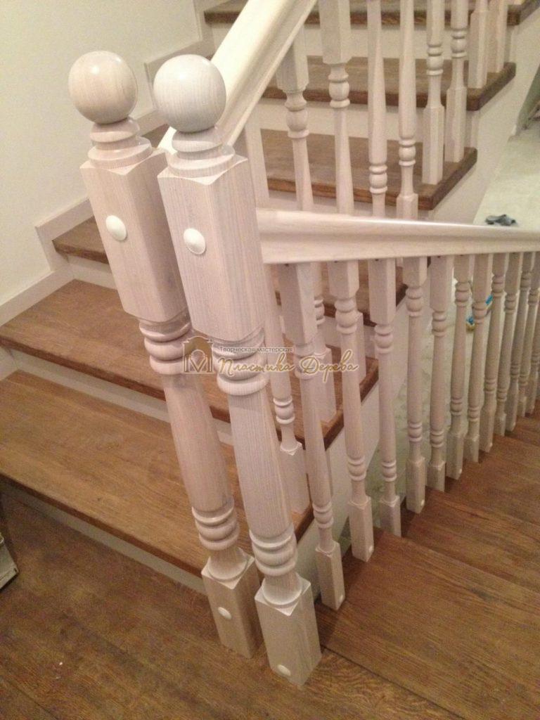 Фото 7 лестницы из дуба в стиле прованс