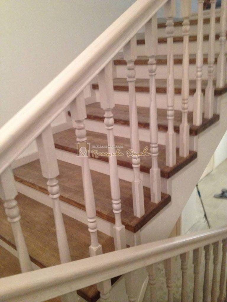 Фото 8 лестницы из дуба в стиле прованс