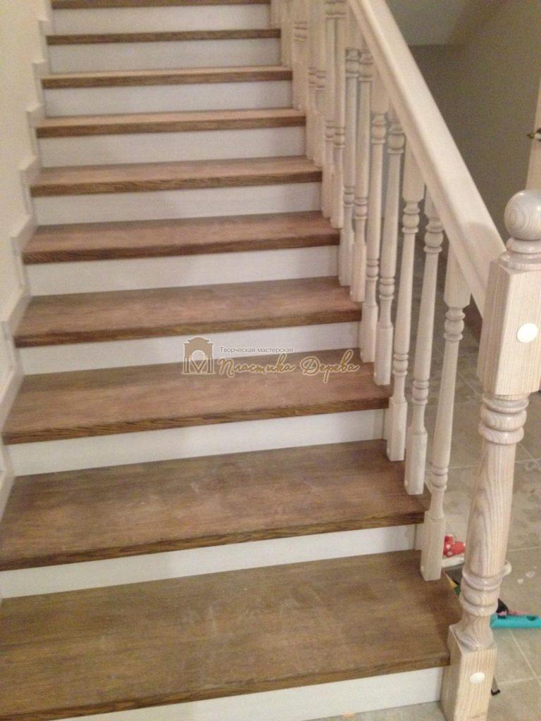 Фото 9 лестницы из дуба в стиле прованс