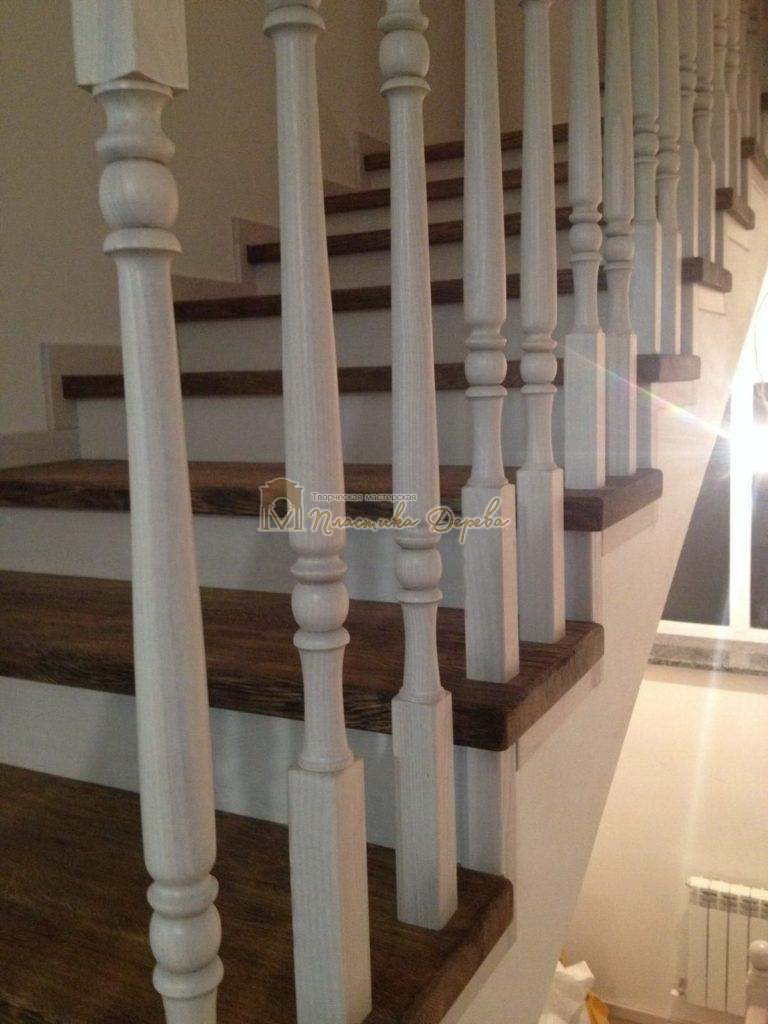 Фото 10 лестницы из дуба в стиле прованс
