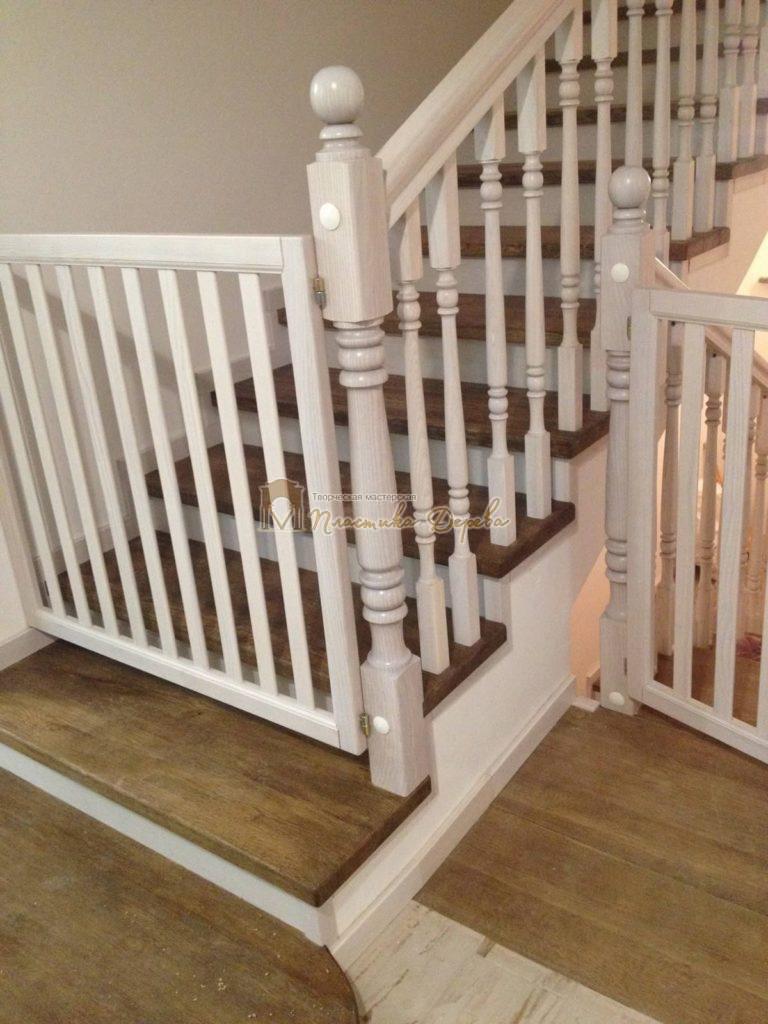 Фото 16 лестницы из дуба в стиле прованс