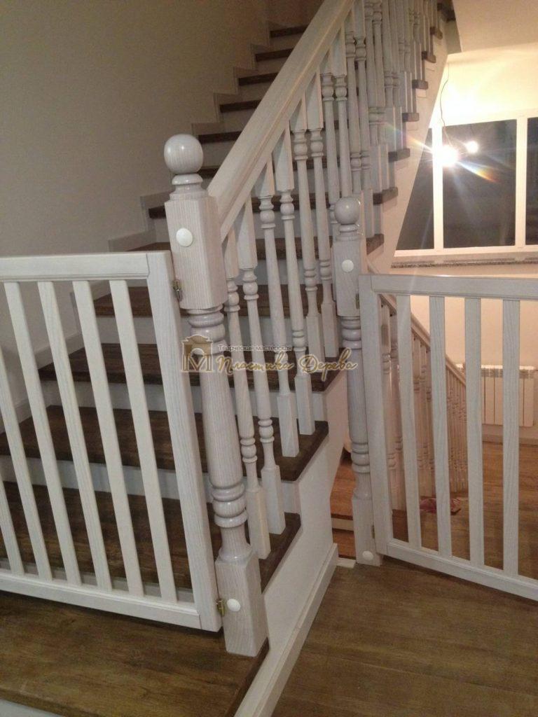 Фото 17 лестницы из дуба в стиле прованс