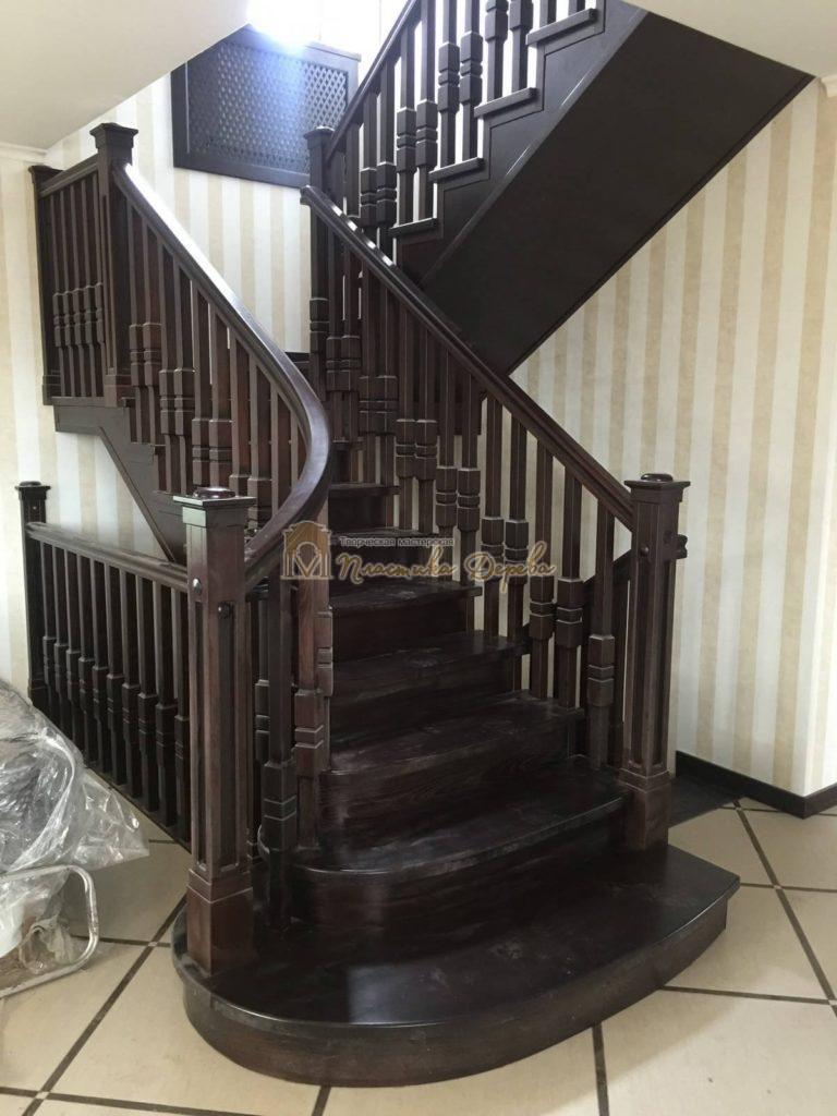 Фото 1 полувинтовой лестницы из ясеня
