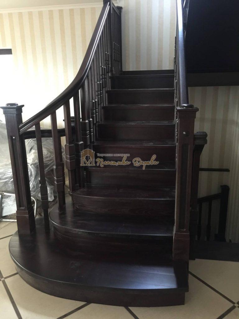 Фото 2 полувинтовой лестницы из ясеня